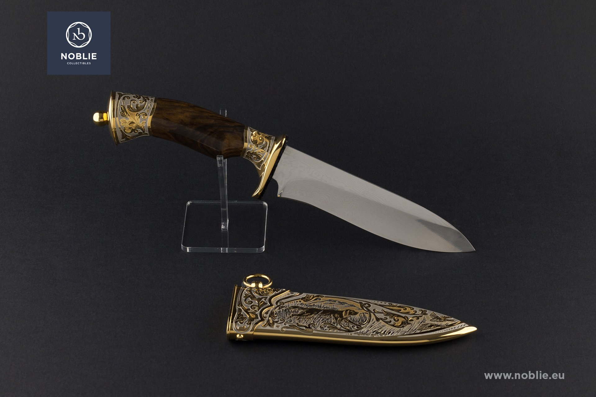 "engraved knife ""The hunting world"""