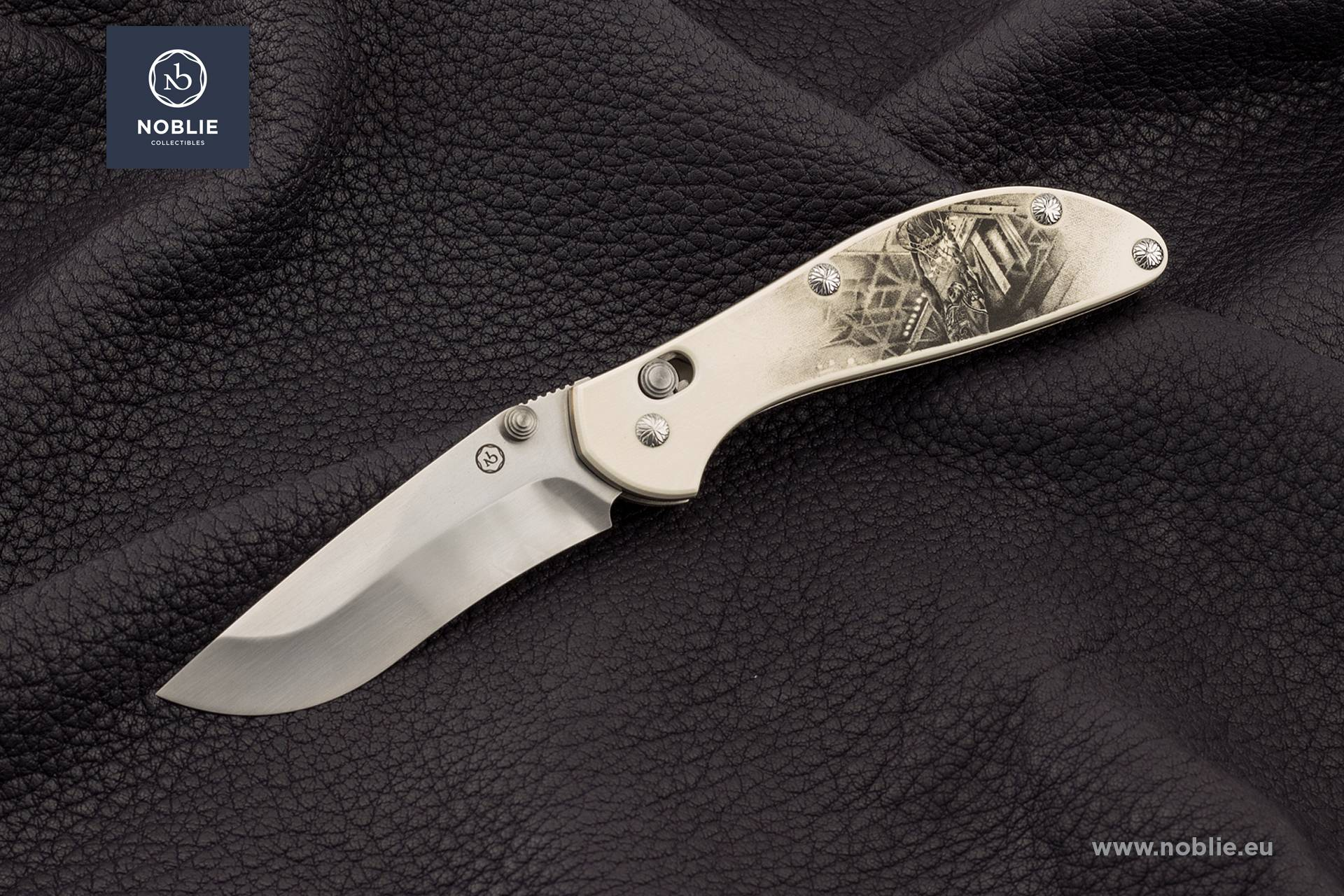 Collectible folding knives